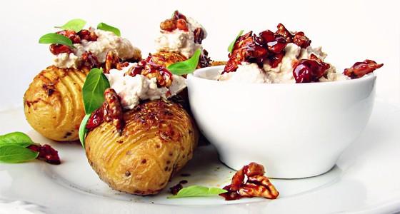 Pečené brambory s ořechovým dipem