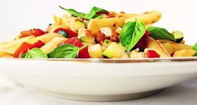 Bezlepkové těstoviny s cuketou a rajčaty
