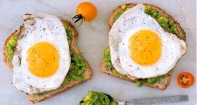 Avokádový sendvič s vejcem