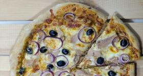 Pizza stuňákem a cibulí