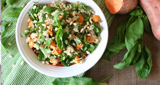 Quinoa salát se špenátem