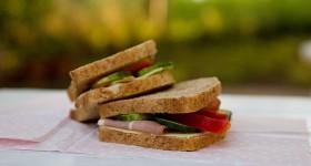 Toast se zeleninou a šunkou