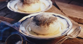 Rakouský pařený knedlík s vanilkovou omáčkou