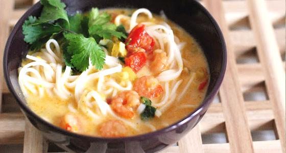 Krevetová polévka s kokosovým mlékem