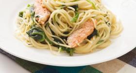 Špagety s lososem a špenátem