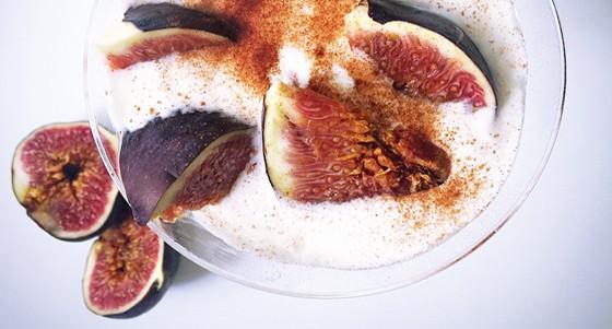 Řecký jogurt s medem a fíky