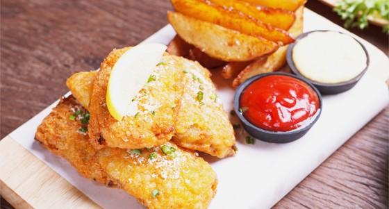 Kapří fish and chips s omáčkami