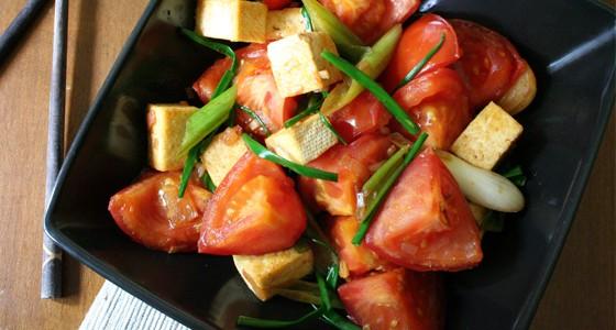 Tofu a rajčata v rybí omáčce